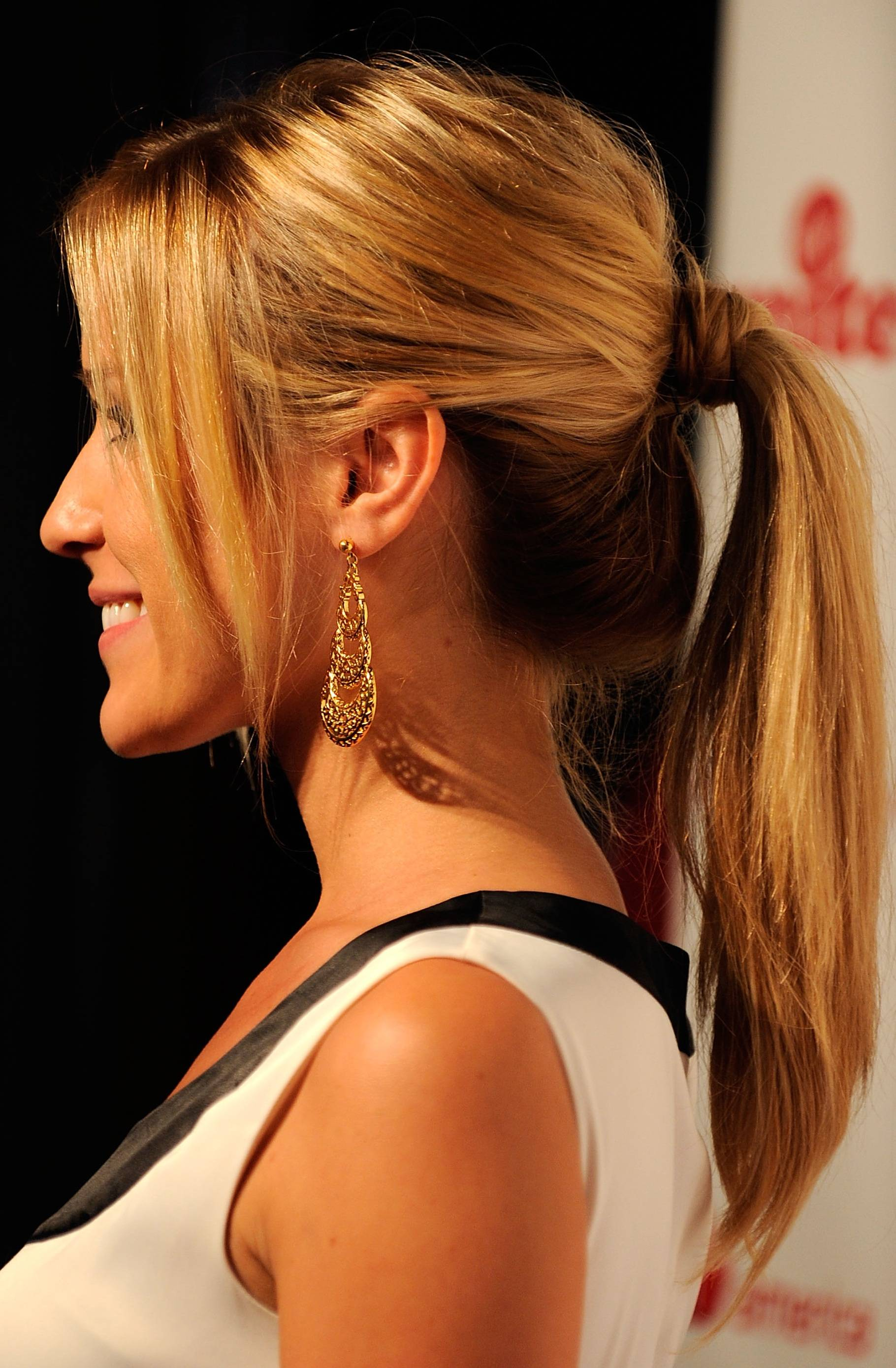 Hairstyle Trend for Fall/Winter 20112012: Simple yet Sexy