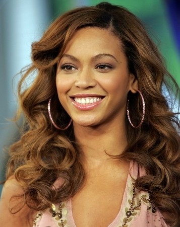 Beyonce in  long curly hairstyle